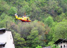 La Guida - Montanaro soccorso nei boschi sopra Frassino mentre fa legna