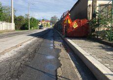 La Guida - Le strade rovinate da pioggia e lavori: buche, disagi e pericoli