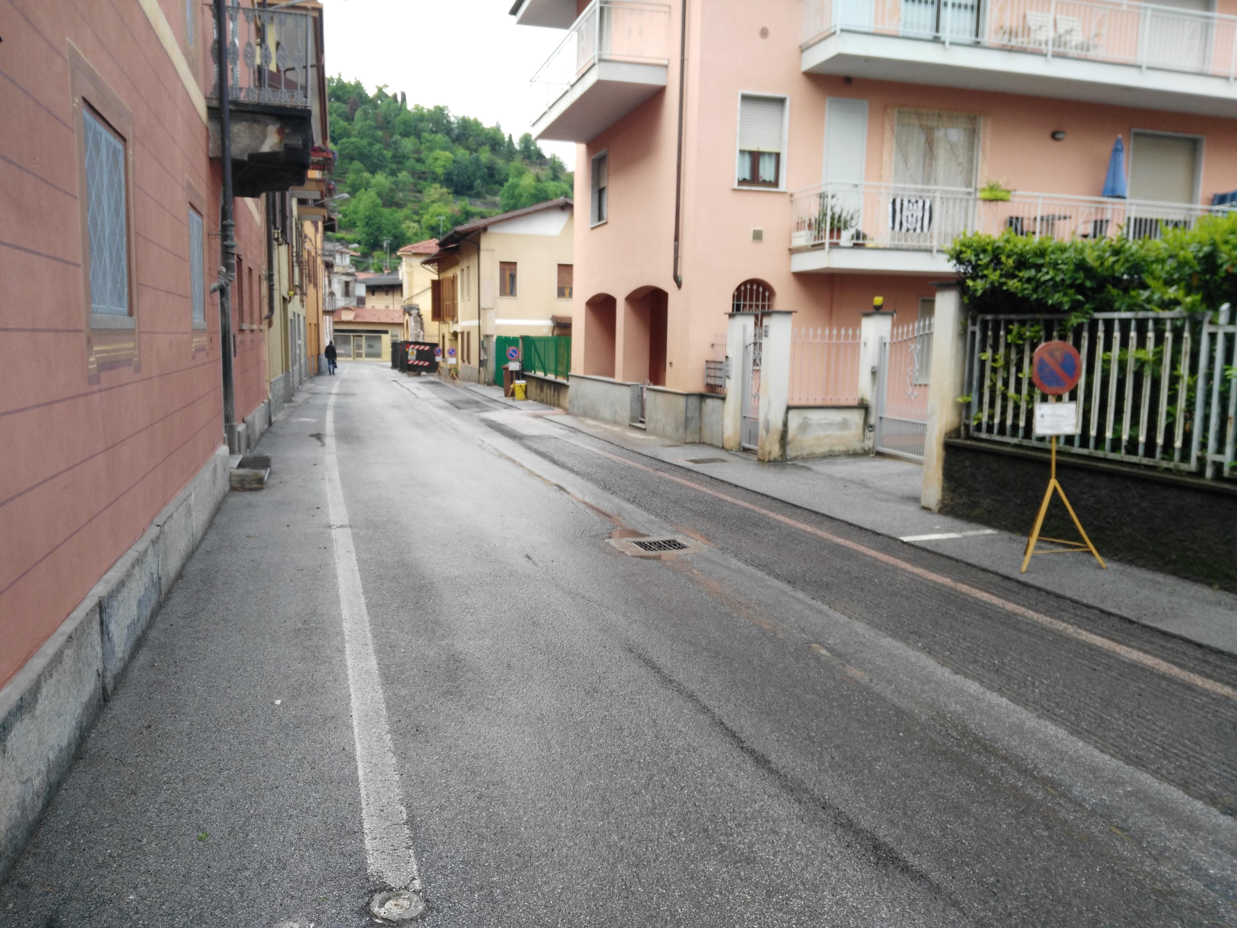 Via-Bernezzo-lavori asfalto Caraglio