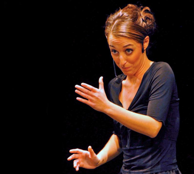 Un'immagine di Federica Sassaroli sul palco