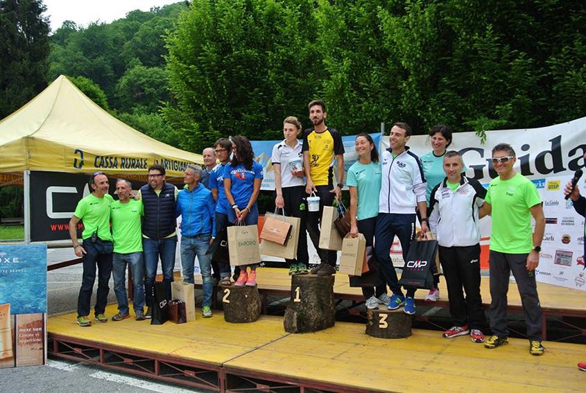 podio-maschile-e-femminile-percorso-corto-con-sponsor