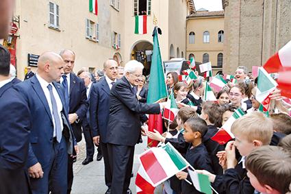 La Guida - Presidio dell'Anpi in difesa del presidente Mattarella