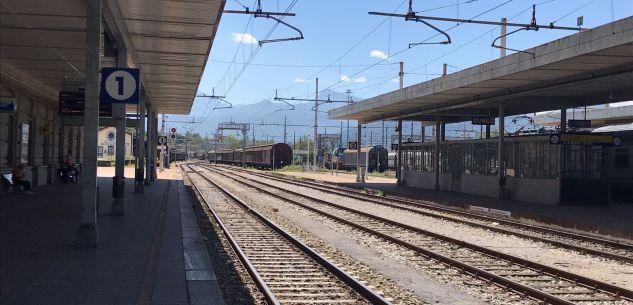 """La Guida - Potenziati per l'estate i """"treni del mare"""""""