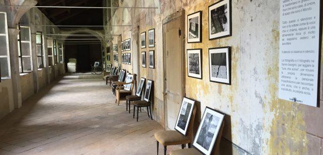 La Guida - Fotografie nel chiostro di Villa Tornaforte