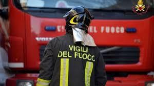 La Guida - Boves, un'auto prende fuoco in piazza Italia