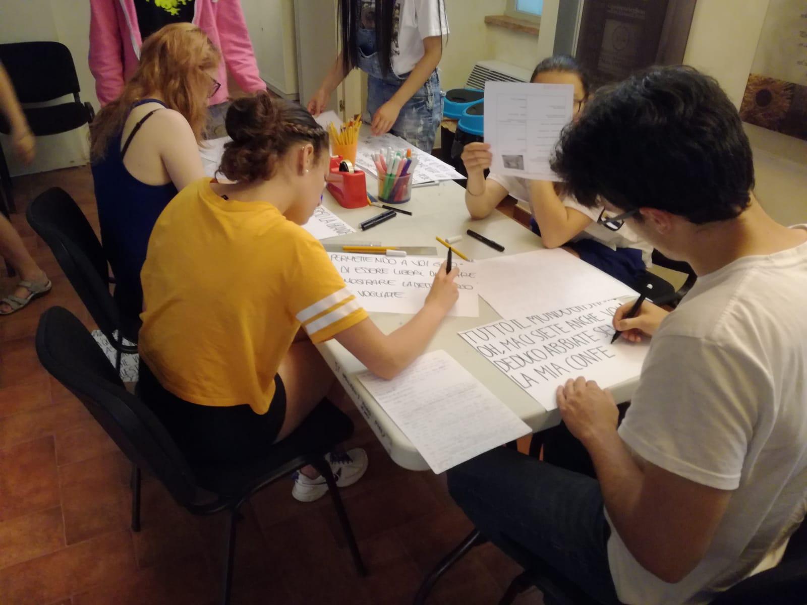 Studenti del progetto Yom creano il gioco del centro storico.