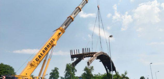 La Guida - Smantellato il ponte in legno sul Colla