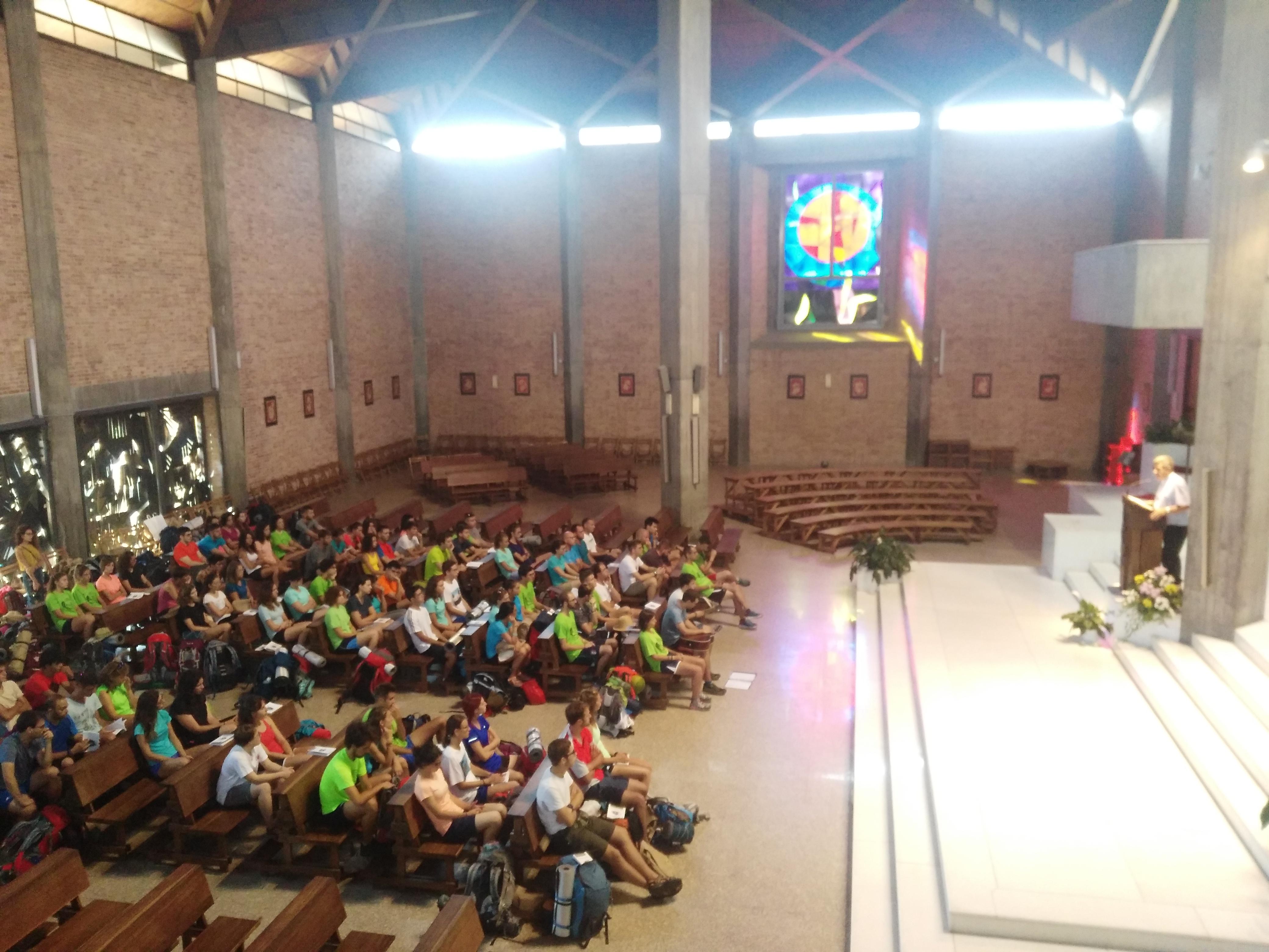Il vescovo Delbosco e i giovani pellegrini