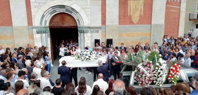 La Guida - Una folla commossa ai funerali di Marianna