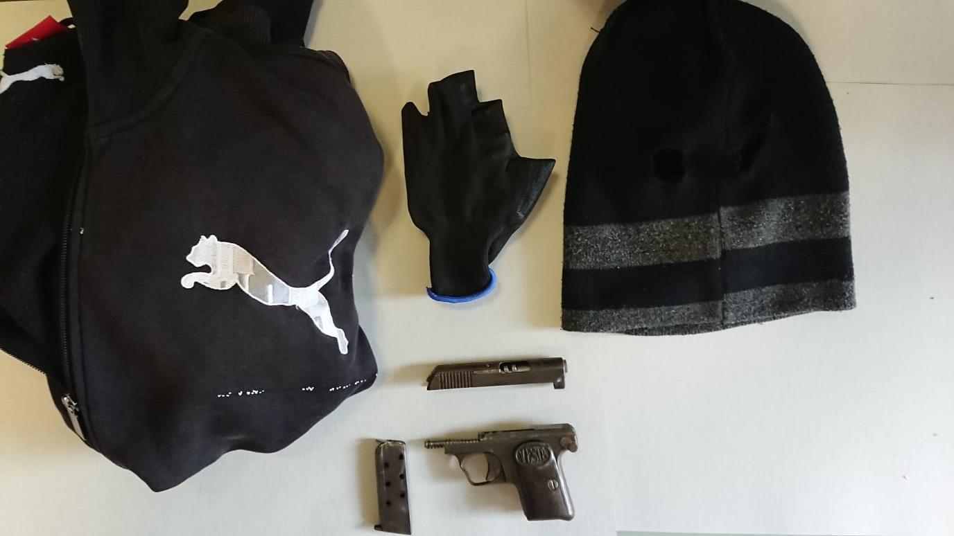 grandi affari disponibilità nel Regno Unito sconto più basso Minacce con la pistola e rapina, fermato poco dopo - La Guida - La ...