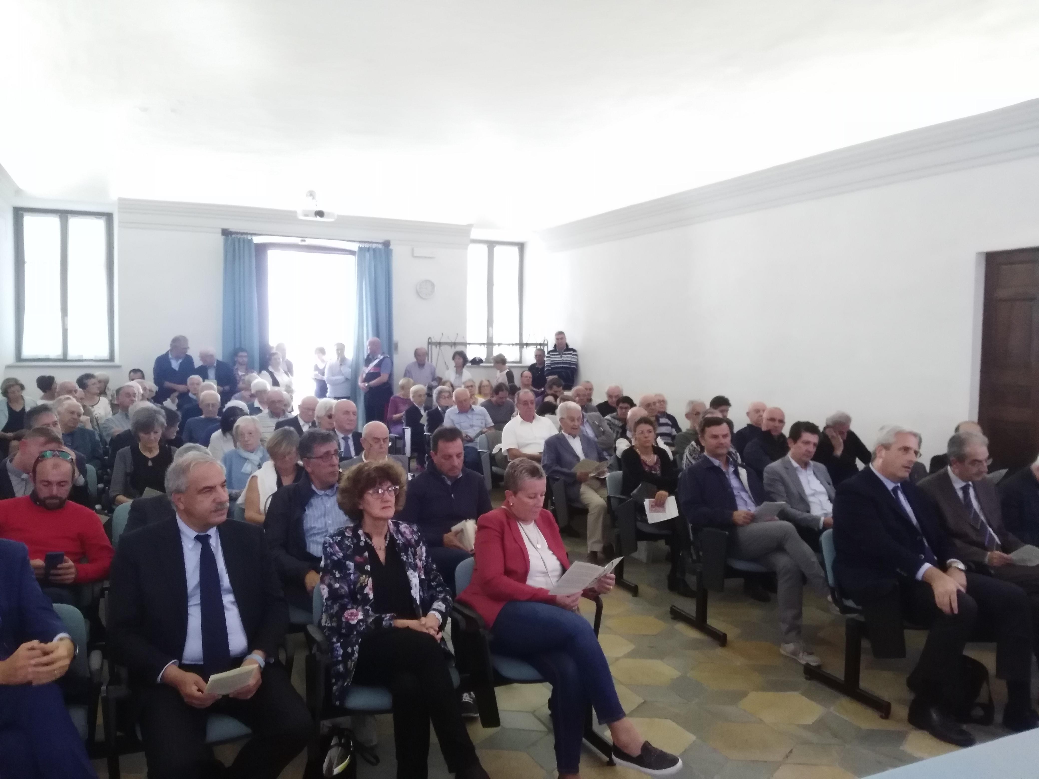 Pubblico inaugurazione Curia diocesana