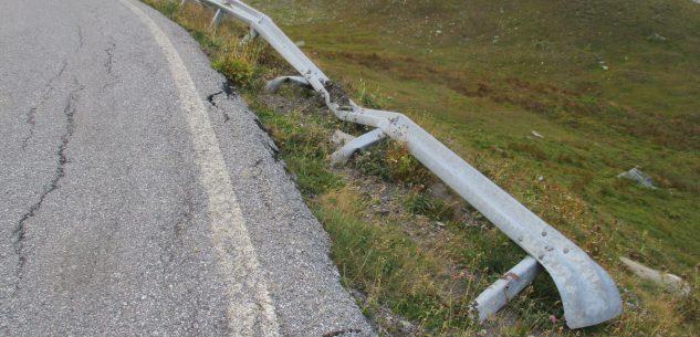 La Guida - Nuovi guard rail sulla strada del Colle dell'Agnello