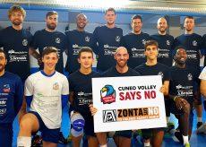 """La Guida - Anche il Cuneo Volley dice """"No"""" alla violenza contro le donne"""
