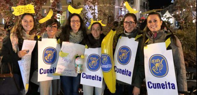 La Guida - Piazza Galimberti invasa dai Babbo Natale