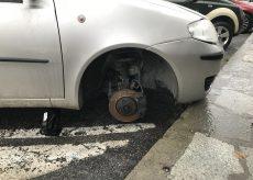 La Guida - 25enne causa un sinistro e ruba la ruota di un'auto