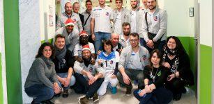 La Guida - Gli auguri del Cuneo volley ai piccoli pazienti del Santa Croce