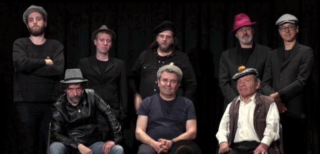 """La Guida - Padre Filip e l'orchestra Bluette in """"Chapeau"""""""