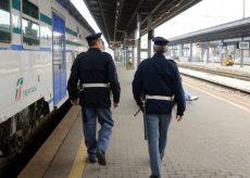 La Guida - Ruba un portafogli sul treno, scappa e viene fermato poco dopo