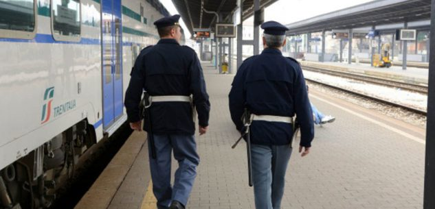 """La Guida - Rifornimento di hashish a Torino, """"pizzicati"""" in stazione a Cuneo"""
