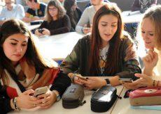 """La Guida - Ragazzi e stili di vita: """"Metti via quel cellulare quando mangiamo!"""""""