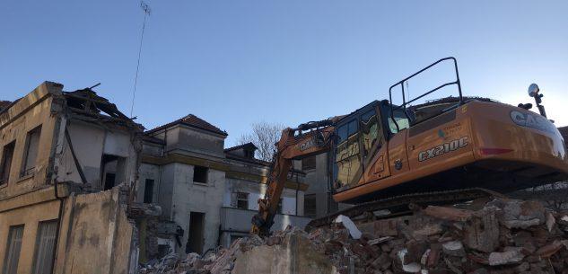 La Guida - Prosegue la demolizione dell'ex centro di lavoro protetto