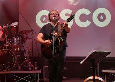 La Guida - Cisco sul palco del Teatro Magda Olivero di Saluzzo