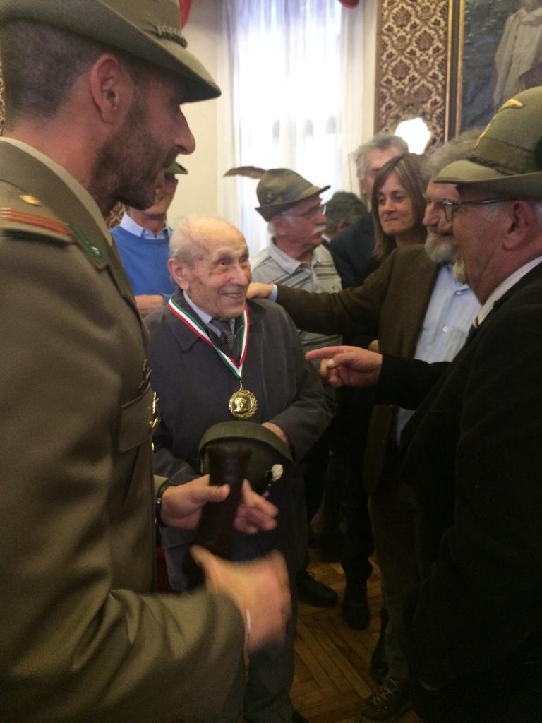 Un reduce della Guerra classe 1916 alla consegna della Cittadinanza onoraria