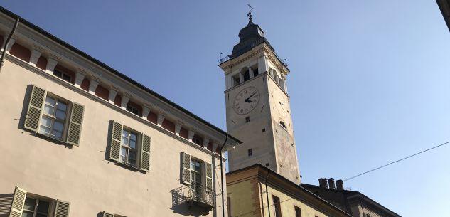 La Guida - La torre civica che guarda le montagne