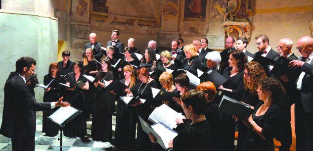 La Guida - Il maestro Hirvo Surva dirige la Società corale di Cuneo