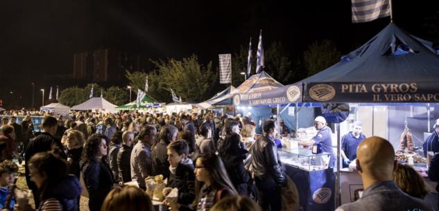 La Guida - Festa greca in piazza della Costituzione, dal 18 al 22 aprile