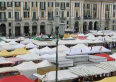 La Guida - Mercato Europeo, divieto di sosta in piazza Galimberti