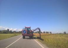 La Guida - Prosegue il taglio dell'erba lungo le provinciali