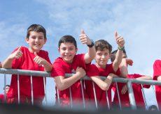 La Guida - Sport e Scuola, gli studenti giocano a pallapugno e hochey