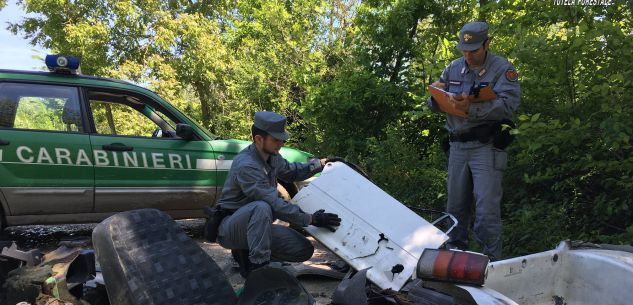 La Guida - Abbandono di rifiuti aziendali e domestici nei boschi di Carrù