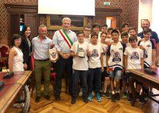 La Guida - I giovani talenti di basket e volley premiati dal Comune