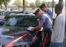 La Guida - Saluzzo, i Carabinieri controllano i giovani stagionali della frutta