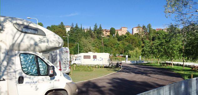 La Guida - Cuneo, soci del Camper Club La Granda aiutano l'ospedale