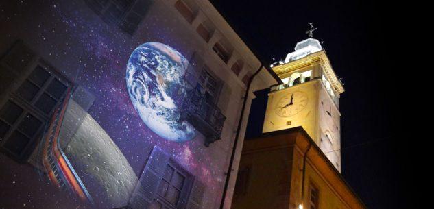 La Guida - Grande spettacolo di video mapping sulla Luna in via Roma