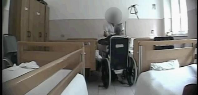 La Guida - Botte e insulti agli anziani in casa di riposo, in tre nei guai