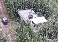 La Guida - Camioncino esce di strada e finisce in un campo