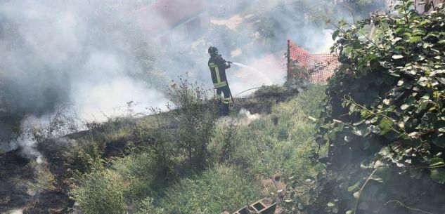 La Guida - Incendio di sterpaglie minaccia case a Cortemilia
