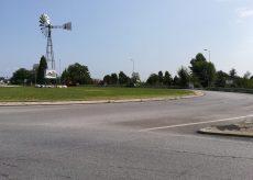 La Guida - Semaforo in via Cuneo per l'asfaltatura della rotonda