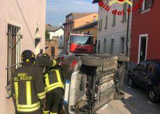 La Guida - Auto si ribalta a Boves, feriti madre e figlio