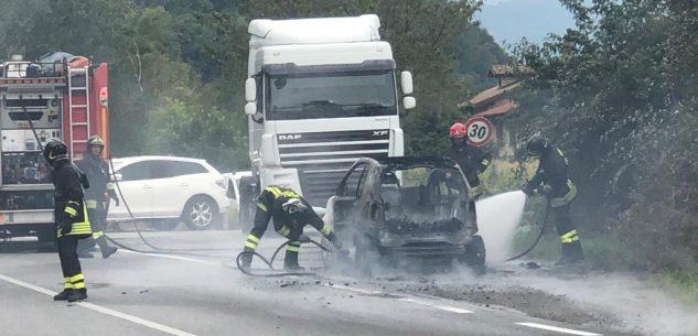 La Guida - Auto in fiamme tra Fontanelle e Borgo