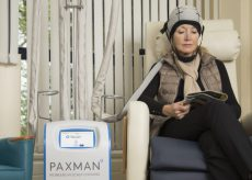 La Guida - Cercansi fondi per casco che evita la caduta dei capelli durante la chemio