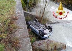 La Guida - Auto si ribalta nel greto del fiume a Pianche di Vinadio, tre feriti