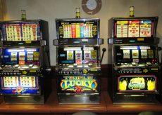La Guida - Gioco d'azzardo, proteste contro l'ipotesi di togliere limitazioni