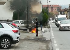 La Guida - Principio d'incendio a Dogliani: un'auto va a fuoco