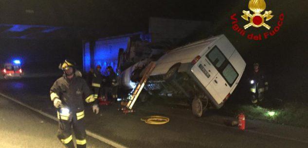 La Guida - Scontro tra autocisterna, furgone e due auto a Pianfei
