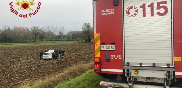 La Guida - Sperona due auto, i Carabinieri sulla Bovesana e si cappotta